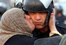 Egypt soldier kiss