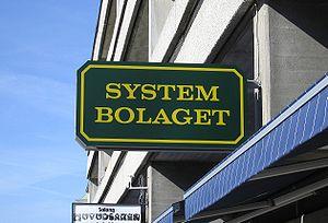 en: Sign of Systembolaget shop, Sweden. Deutsc...